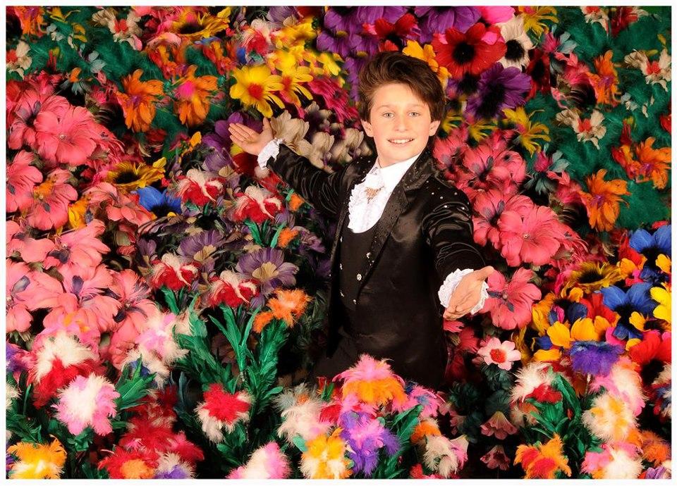 Alfredo Lorenzo presenteert hiermee de enige en grootste goochel bloemenshow van Nederland.