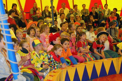 Een van de meest spraakmakende variété acts,  kinderprogramma's,  dierenacts,  clowns,  shows en nog veel meer. Volledig aangepast aan uw wensen en locatie.