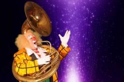 Muzikale clown Ron Ronell met sousafoon